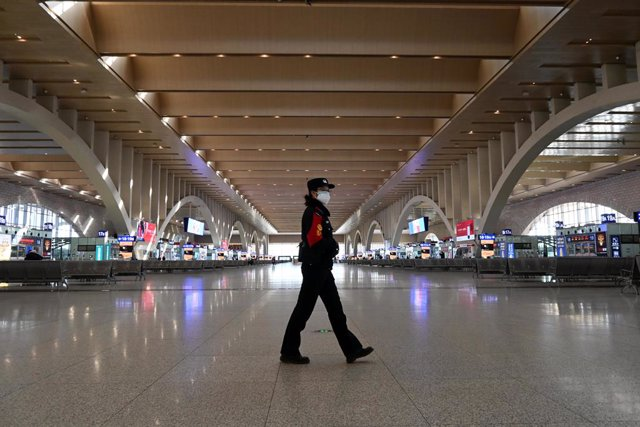 07 January 2021, China, Shijiazhuang: A guard walks inside Shijiazhuang Railway Station which has been out of service since Wednesday due to the spread of coronavirus (COVID-19). Photo: -/TPG via ZUMA Press/dpa