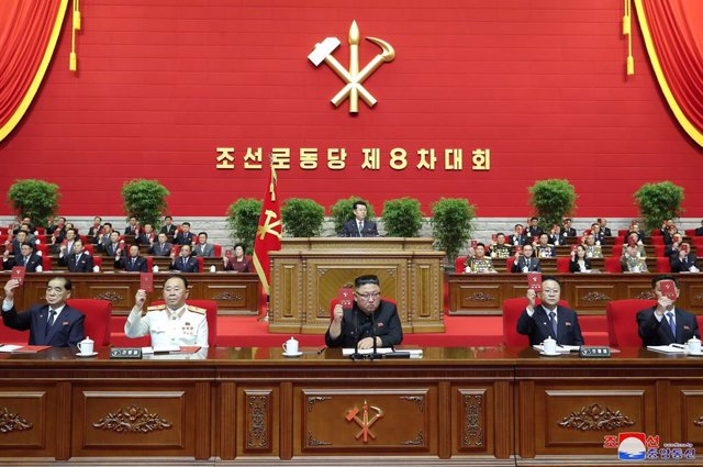 HANDOUT - 05 January 2021, North Korea, Pyongyang: A picture provided by the North Korean state news agency (KCNA) on 6 January 2021, shows North Korean Leader Kim Jong-un (C) attending a congress of the Workers' Party of Korea. Photo: -/KCNA/dpa - ACHTUN