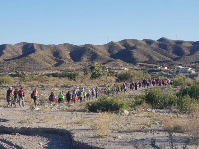 Un grupo de  senderistas en una actividad organizada por el área de  Deportes de la Diputación de Almería.