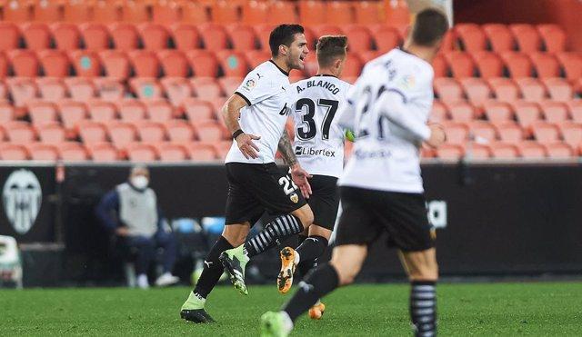 Maxi Gomez of Valencia CF celebrares a goal during the La Liga Santander mach between Valencia and Cadiz at Estadio de Mestalla on 4 January, 2021 in Vila-real, Spain