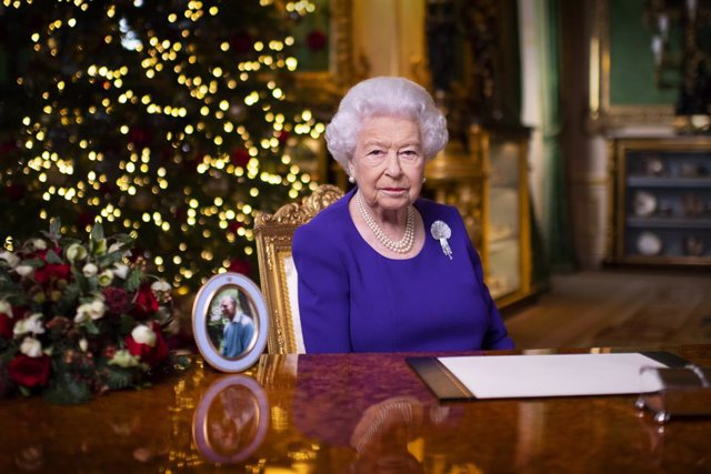25 December 2020, England, Windsor: Aphoto made available on Friday shows Britain's Queen Elizabeth II recording her annual Christmas broadcast at Windsor Castle. Photo: Victoria Jones/PA Wire/dpa - ATTENTION: editorial use only in connection with the la
