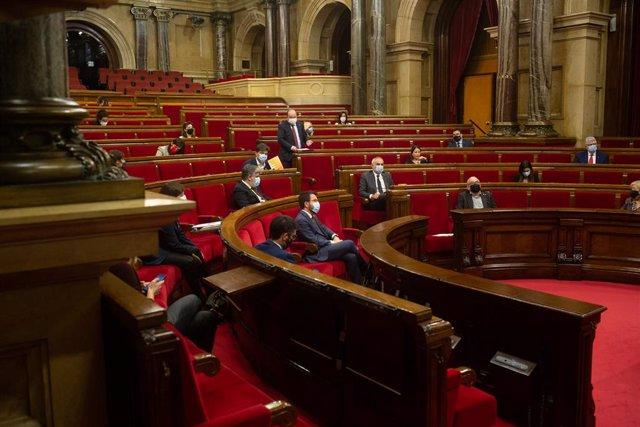 Sessió plenària en el Parlament de Catalunya, a Barcelona, Catalunya, a 16 de desembre de 2020.