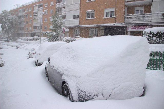 Vehículos cubiertos de nieve