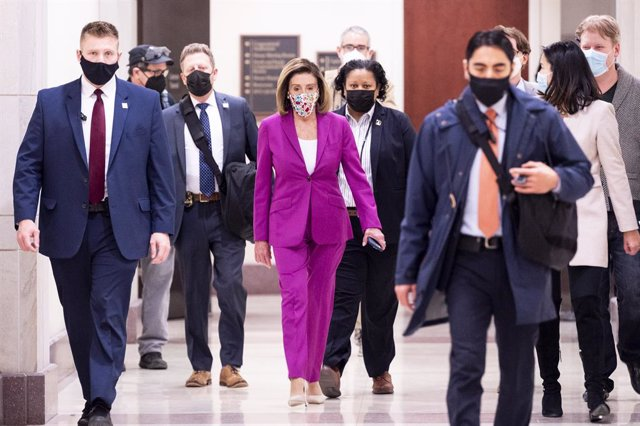 07 January 2021, US, Washington: US House Speaker Nancy Pelosi arrives to give her weekly press conference. Pelosi has called for Donald Trump to be removed from office immediately using the powers laid out in the constitution's 25th Amendment. Photo: Mic