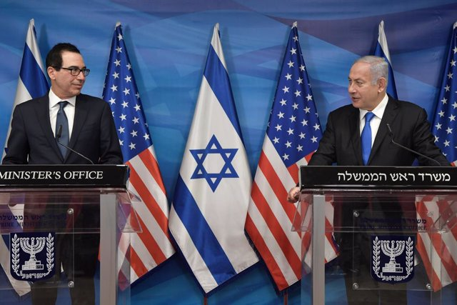 HANDOUT - 07 January 2021, Israel, Jerusalem: Prime Minister Benjamin Netanyahu (R)and US Treasury Secretary Steve Mnuchin speak during a press conference after their meeting. Netanyahu strongly condemned the assault on the USCapitol in Washington, call