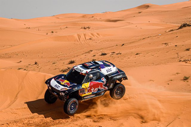 #300 Sainz Carlos (esp), Cruz Lucas (esp), Mini, X-Raid Mini JCW Team, Auto, action during the 6th stage of the Dakar 2021 between Al Qaisumah and Ha'il, in Saudi Arabia on January 8, 2021 - Photo Eric Vargiolu / DPPI