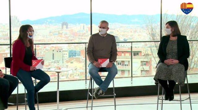 El líder de Cs en Catalunya, Carlos Carrizosa, junto a la secretaria general de Cs, Marina Bravo, y la concejal en el Ayuntamiento de Barcelona, Luz Guilarte.