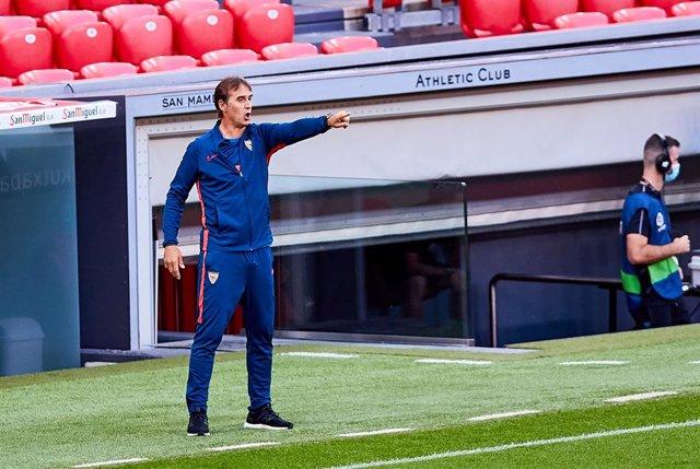 Julen Lopetegui, coach of Sevilla FC, during the Spanish league, La Liga Santander, football match played between SD Eibar SAD and Cadiz CF at Ipurua stadium on October 30, 2020 in Eibar, Spain.
