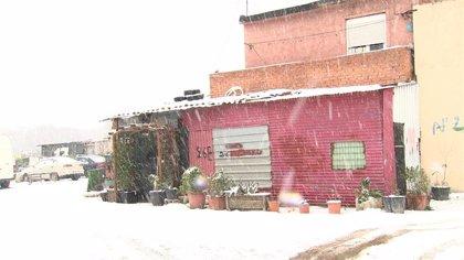 La nieve se está retirando en la Cañada Real (Madrid) para garantizar el acceso a la zona de equipos médicos