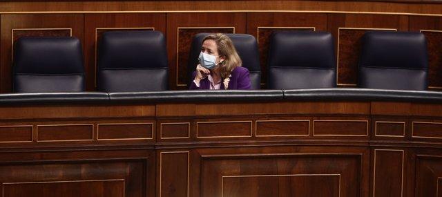 La vicepresidenta Tercera del Gobierno, Nadia Calviño durante una sesión plenaria en el Congreso de los Diputados, en Madrid (España), a 17 de diciembre de 2020