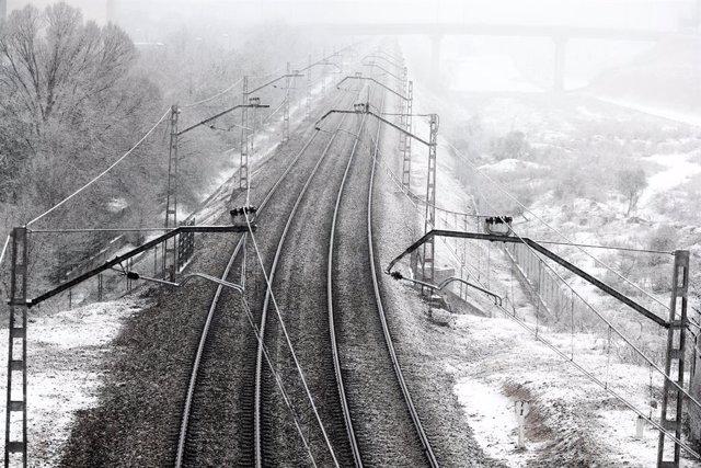 Vies del tren amb neu després de la borrasca Filomena. Madrid (Espanya), 7 de gener del 2021.