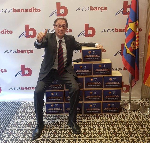 El precandidato a la presidencia del FC Barcelona Agustí Benedito, con las firmas solicitadas en el proceso electoral de 2021