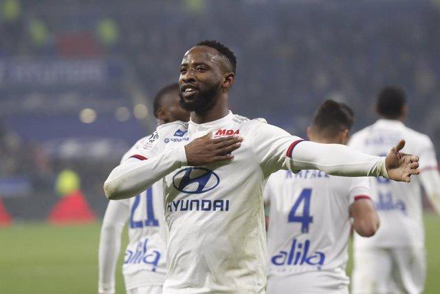 Moussa Dembele en un partido del Olympique Lyon