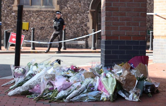 22 June 2020, England, Reading: Flowers placed in front of the Post Office in Reading town centre, near Forbury Gardens, after a multiple stabbing attack in the gardens which took place on Saturday leaving three people dead and another three seriously inj