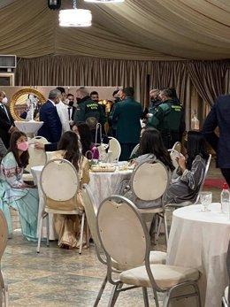 Momento en que la Guardia Civil hace acto de presencia en la boda