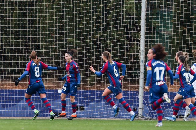 Esther Gonzalez,of Levante UD celebrates a goal whit teammates during the Spanish League, Primera Iberdrola women football match played between Levante UD Vs Granadilla Tenerife at Ciudad de Levante Stadium on Januari 09, 2021, in Valencia, Spain.