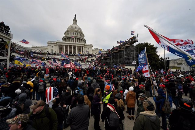 07 January 2021, US, Washington: Supporters of US President Donald Trump storm the US Capitol building where lawmakers were due to certify president-elect Joe Biden's win in the November election. Photo: Essdras M. Suarez/ZUMA Wire/dpa