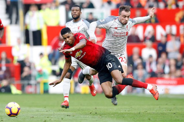 24 February 2019, England, Manchester: Manchester United's Marcus Rashford (L) and Liverpool's Xherdan Shaqiri battle for the ball during the English Premier League soccer match between Manchester United and Liverpool at Old Trafford. Photo: Martin Ricket