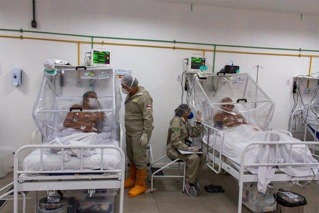 Pacientes con coronavirus ingresados en el Hospital Municipial Gilberto Novaes, en Manaos, la capital de Amazonas.