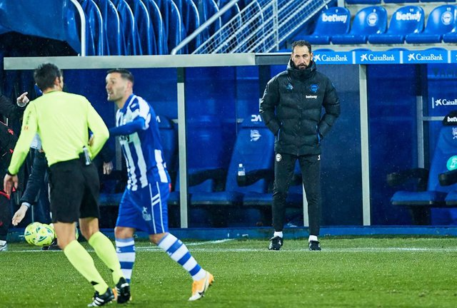 Pablo Machin, head coach of Deportivo Alaves, during the Spanish league, La Liga Santander, football match played between Deportivo Alaves and Real Sociedad at San Mames stadium on December 06, 2020 in Vitoria, Spain.