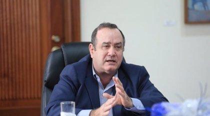 """El presidente de Guatemala no descarta """"cerrar"""" el país si siguen aumentando los contagios por coronavirus"""
