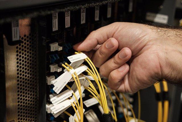 Conexión de cables a un centro