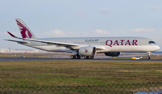 Un avión de Qatar Airways en el aeropuerto de Fráncfort, Alemania