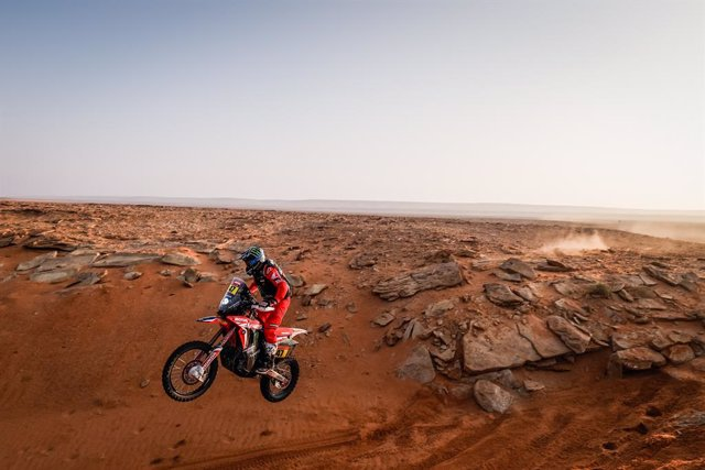47 Benavides Kevin (arg), Honda, Monster Energy Honda Team 2021, Motul, Moto, Bike, action during the 8th stage of the Dakar 2021 between Sakaka and Neom, in Saudi Arabia on January 11, 2021 - Photo Frédéric Le Floc'h / DPPI