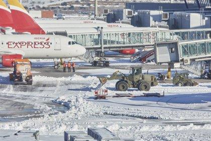 Operados una veintena de vuelos en Barajas mientras se recupera lentamente la normalidad en los aeropuertos españoles