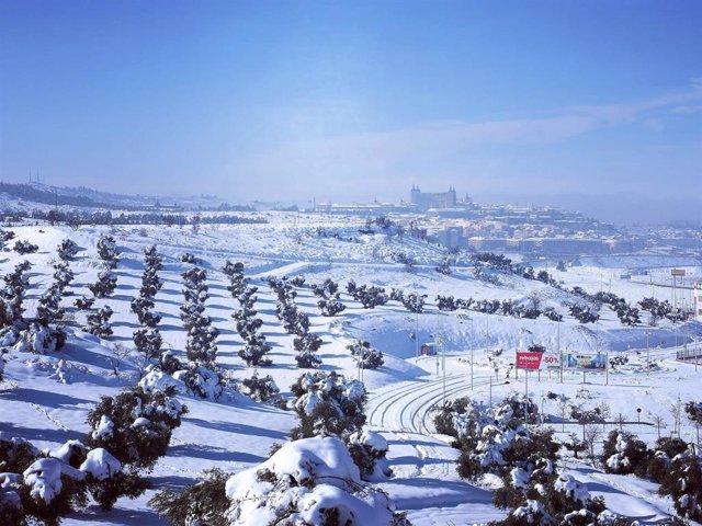 Toledo nevado por la borrasca 'Filomena' el domingo 9 de enero desde el barrio del Polígono