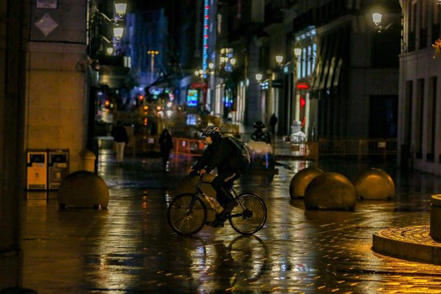 Un 'rider' de Deliveroo, en una imatge d'arxiu