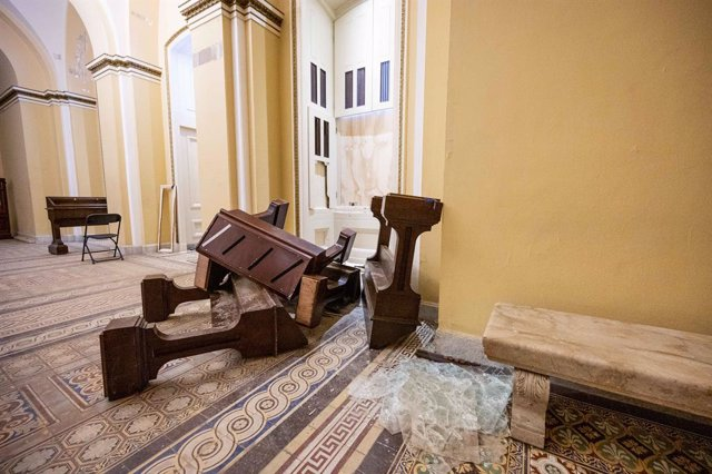 07 January 2021, US, Washington: Pieces of overturned furniture are seen in the US Capitol after a riot by pro-Trump supporters who stormed and vandalized the Capitol on Wednesday protesting the 2020 election results. Photo: Michael Brochstein/ZUMA Wire/d