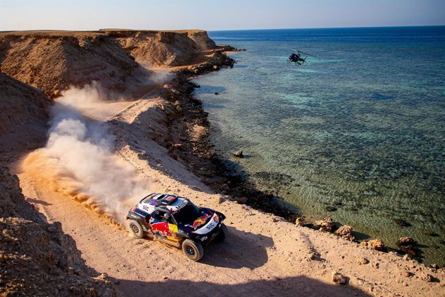 #300 Sainz Carlos (esp), Cruz Lucas (esp), Mini, X-Raid Mini JCW Team, Auto, action during the 9th stage of the Dakar 2021 between Neom and Neom, in Saudi Arabia on January 12, 2021 - Photo Julien Delfosse / DPPI