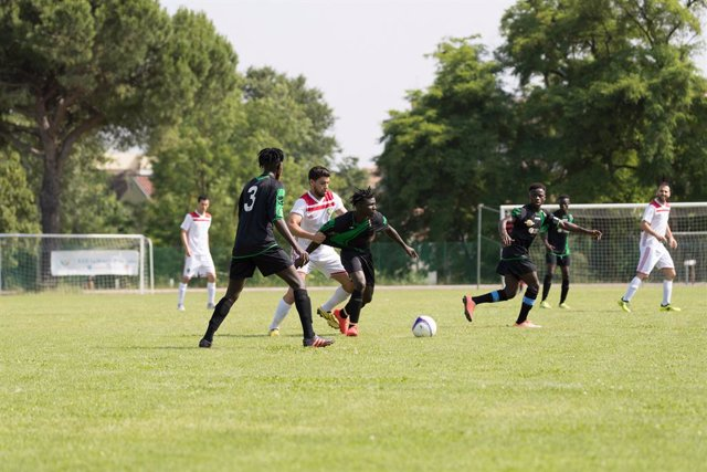 Partido de fútbol amateur