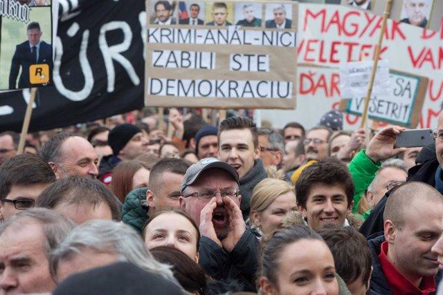 Manifestación contra el asesinato del periodista de investigación Jan Kuciak y la corrupción del sistema judicial