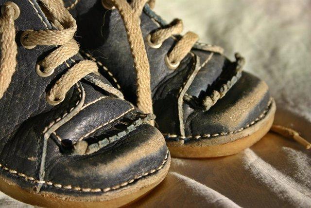 Los pies de un niño.