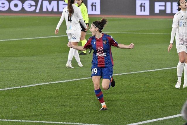 Esther González celebra el 1-1 en el Levante-EDF Logroño de la Supercopa Femenina 2021