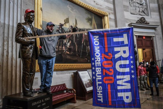 FILED - 06 January 2021, US, Washington: A protester shouts inside the USCapitol after supporters of US President Donald Trump stormed the building where lawmakers were due to certify president-elect Joe Biden's win in the November election. Photo: Migue