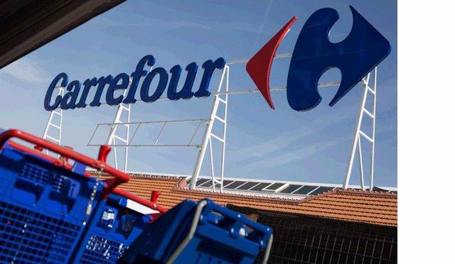 Fachada de un centro de Carrefour