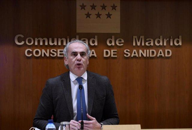 El consejero de Sanidad de la Comunidad de Madrid, Enrique Ruiz Escudero durante una rueda de prensa para actualizar la información epidemiológica y asistencial por coronavius en la región, en la Consejería de Sanidad, en Madrid (España), a 8 de enero de