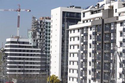 El precio de la vivienda se estanca en 2020, pero cae un 0,9% respecto a noviembre, según Tinsa