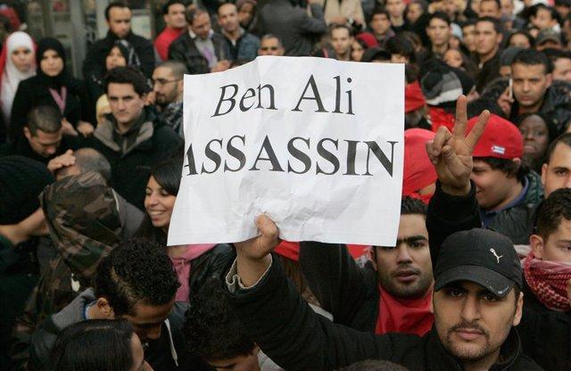 Manifestación en 2011 en París contra el entonces presidente de Túnez, Zine el Abdine ben Alí