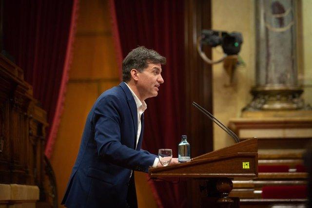 El president d'ERC al Parlament, Sergi Sabrià, durant la seva intervenció en la Diputació Permanent del Parlament.
