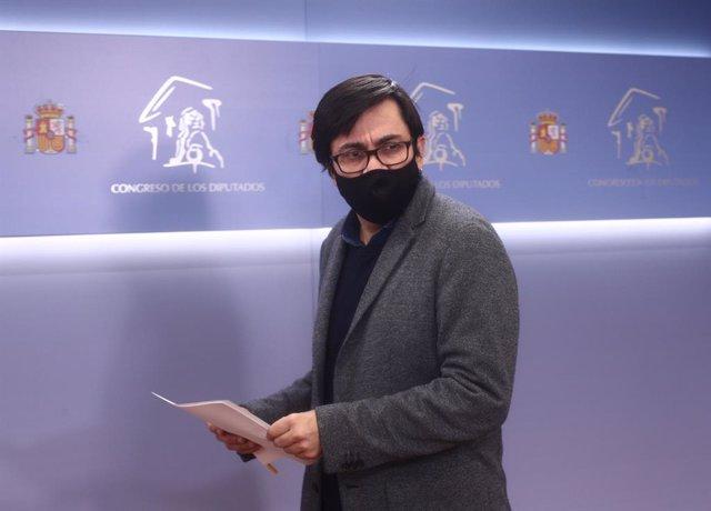 El secretario primero del Congreso y diputado de ECP, Gerardo Pisarello en rueda de prensa posterior a la Mesa del Congreso de los Diputados, en Madrid (España), a 15 de diciembre de 2020.