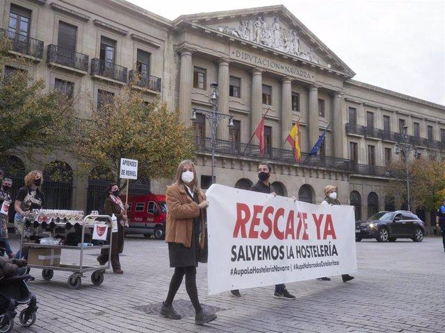 Manifestación por las calles de Pamplona bajo el lema 'Salvemos la hostelería', en Pamplona, Navarra, (España), a 2 de noviembre de 2020