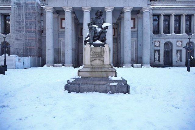 La estatua de Velázquez en el Museo del Prado de Madrid (España), a 11 de enero de 2021