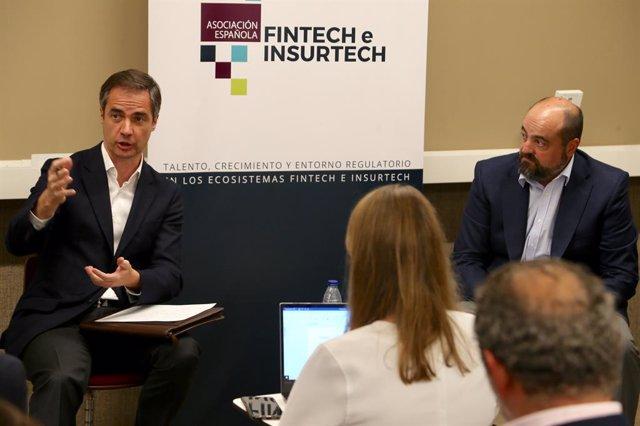 De izquierda a derecha. Asier Uribeechebarría, vocal de WealthTech de AEFI y CEO de Finanbest y Francisco del Olmo, subdirector responsable de Fintech y ciberseguridad de CNMV