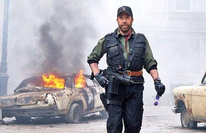 Chuck Norris niega su participación en el asalto al Capitolio tras las fotos de su 'doble' en Twitter