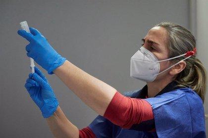 Page avanza que tras rematar la vacunación a profesionales sanitarios C-LM administrará dosis a personal docente