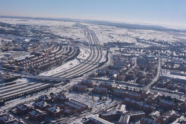 Varias carreteras españolas nevadas, en Madrid (España), a 11 de enero de 2021.